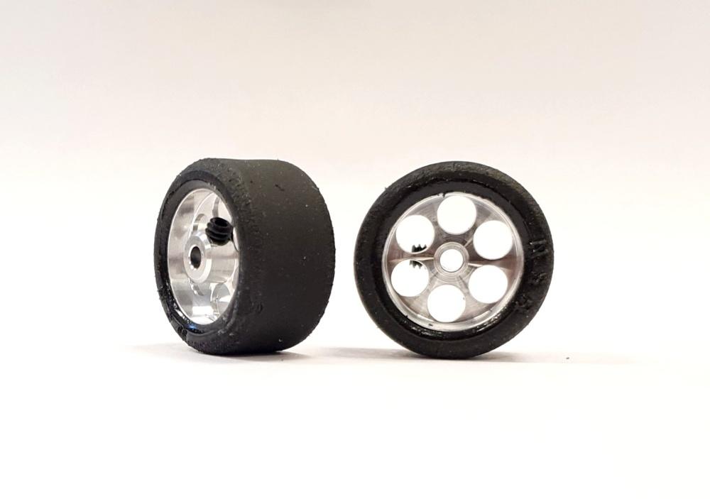 NSR RE RTR 20.5x11.5mm Trued Rubber on 17 Wheels (2)